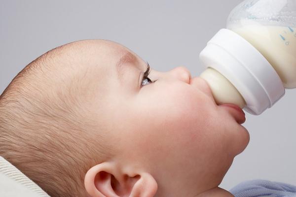 Sữa bò tiềm ẩn nguy cơ cao gây mề đay mẩn ngứa cho trẻ
