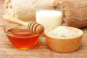 dùng nghệ kết hợp bột yến mạch khi da mặt ngứa và sần