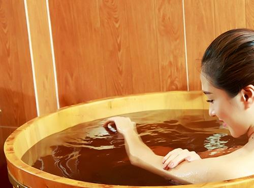 Khi bị dị ứng da có nên tắm hay không?