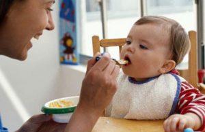 cung cấp đủ dinh dưỡng khi trẻ bị nổi mề đay ở mặt