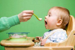 Cung cấp đầy đủ dưỡng chất cho bé