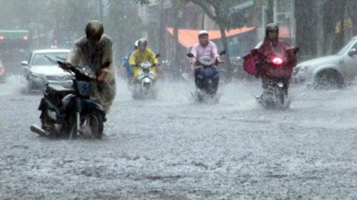 đi mưa dễ bị dị ứng nước mưa