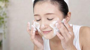 rửa mặt phòng chống da mặt khô và ngứa