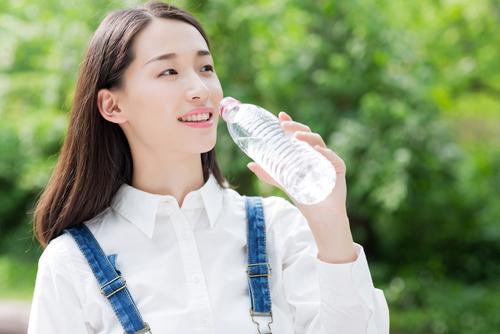 tăng cường uống nước khi bị dị ứng bột yến mạch