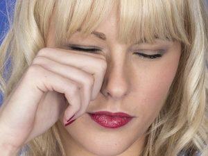 ngứa da vùng quanh mắt