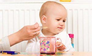trẻ thường lười ăn khi bị mề đay