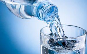 uống nước thường xuyên khi bị dị ứng băng dính y tế